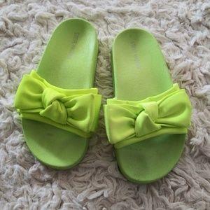 Girl's Steve Madden neon green bow Slides 1